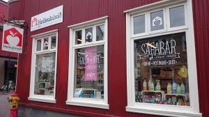 Reykjavikin luomukauppa ja luomuravintola puodin yläkerrassa